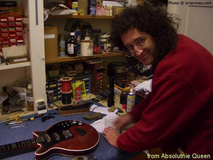 2005-12-01 Brian May